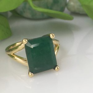 large emerald cut emerald in recycled gold split prong setting