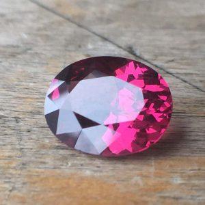 5.16 carat oval deep pink facetted rhodolite garnet from Sri Lanka